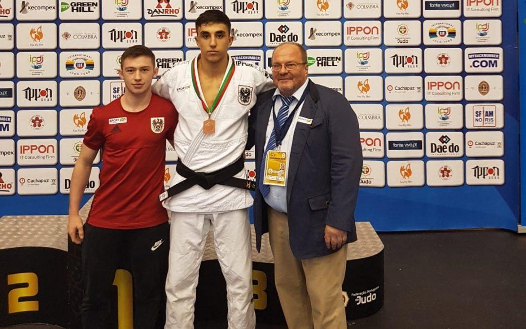 v.li.n.re.: Daniel Leutgeb, Samuel Gassner, Judo Landestrainer Klaus-Peter Stollberg