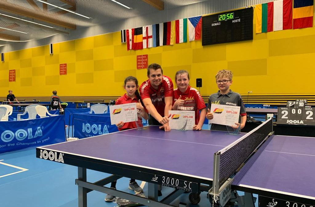 v.l.n.re: Celine Panholzer, Landestrainer Philipp Aistleitner, Elena Schinko, Benjamin Gierlinger
